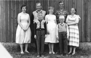 S-VK-1203W - Martti ja Laine Salmela perhe